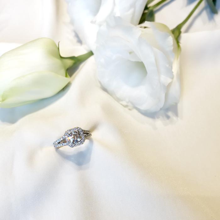 ラディアントカット婚約指輪1