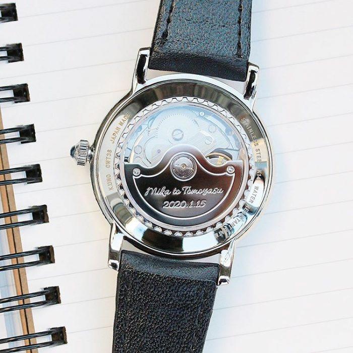 腕時計のローター刻印