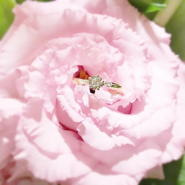 オーダーメイド婚約指輪と花