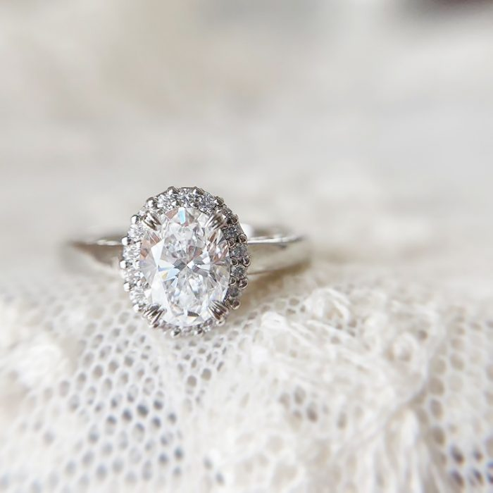 オーバル婚約指輪