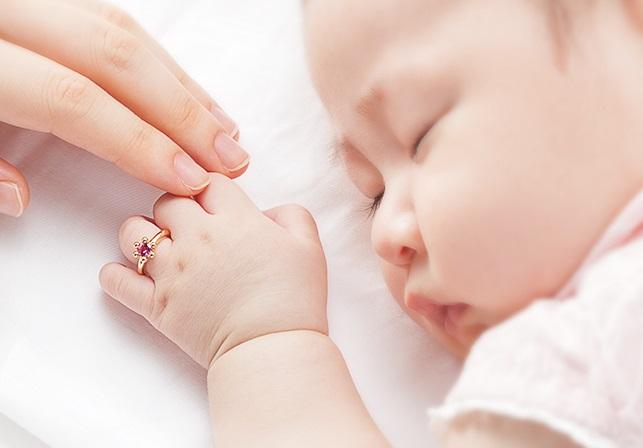 ベビーリングと赤ちゃん