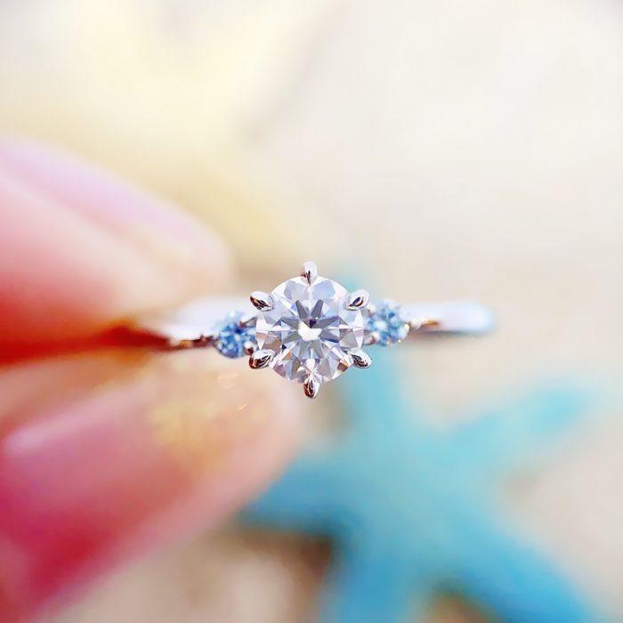 ブルーのメレダイヤの婚約指輪